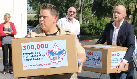 Ousted lesbian den leader delivers petitions calling for an end to the Boy Scouts' ban on gays at the group's Irving headquarters on Wednesday morning.