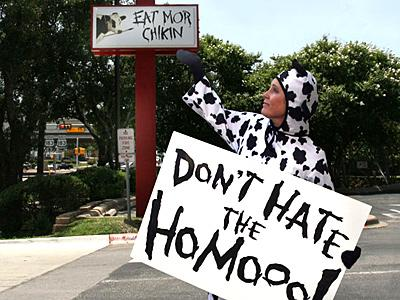 Texas lesbian dresses as cow, protests Chick-fil-A with homooo message