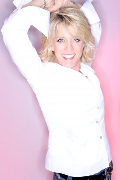 Suzanne Westenhoefer appears at Sue Ellen's