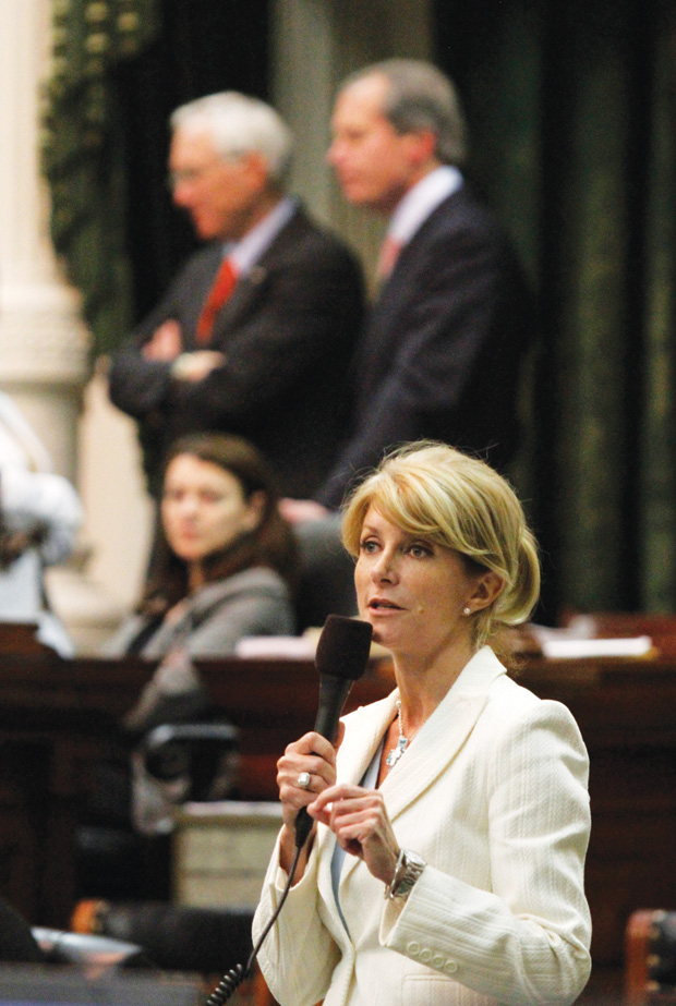 Wendy Davis delays announcement on whether she'll run to focus on family