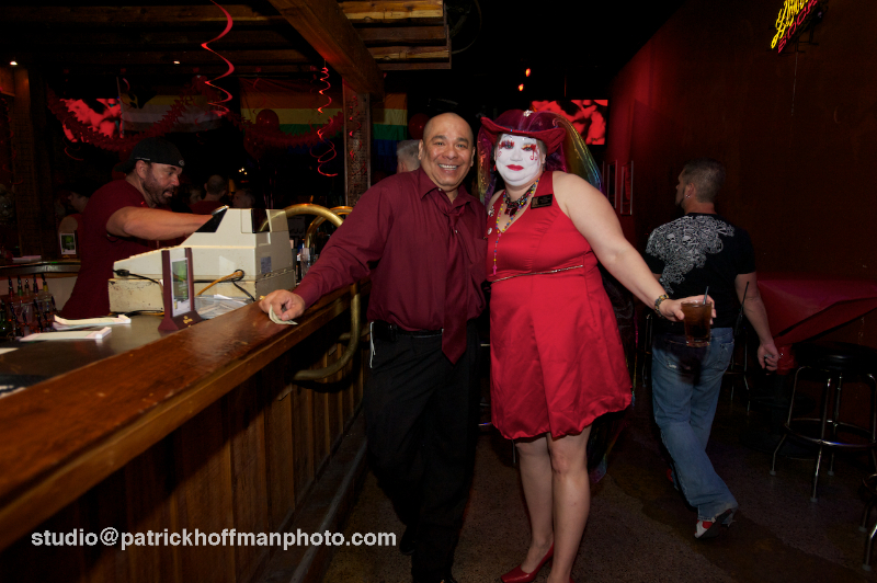 WM_Red_Dress_Party_2012_Pair_at_Bar_2012_Patrick_Hoffman_All_Rights_Reserved  1115