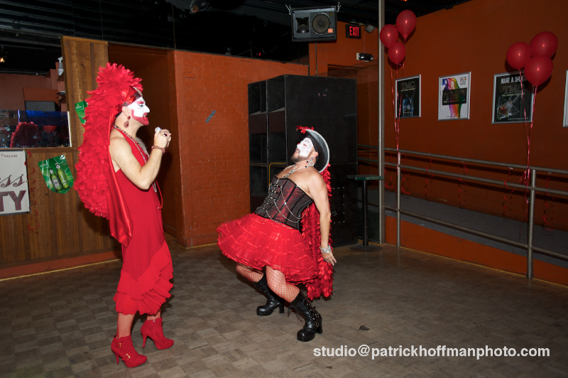 WM_Red_Dress_Party_2012_Sisters_on_the_Dancefloor_2012_Patrick_Hoffman_All_Rights_Reserved  1111