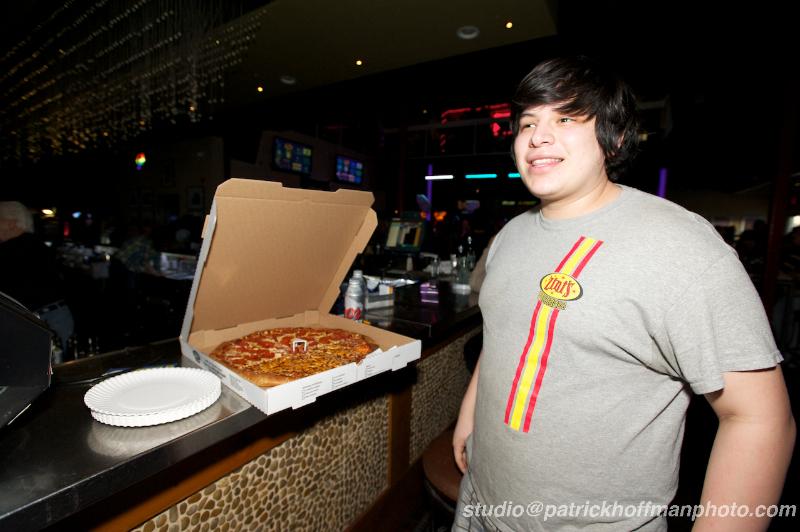 46_WM_Her_HRC_Fundraiser_2013_Sue_Ellen's_Andrew_Flores_Zini's_Pizza_Copyright_2013_Patrick_Hoffman_2013