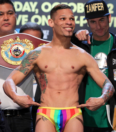Gay boxer Orlando Cruz loses title fight, but with style