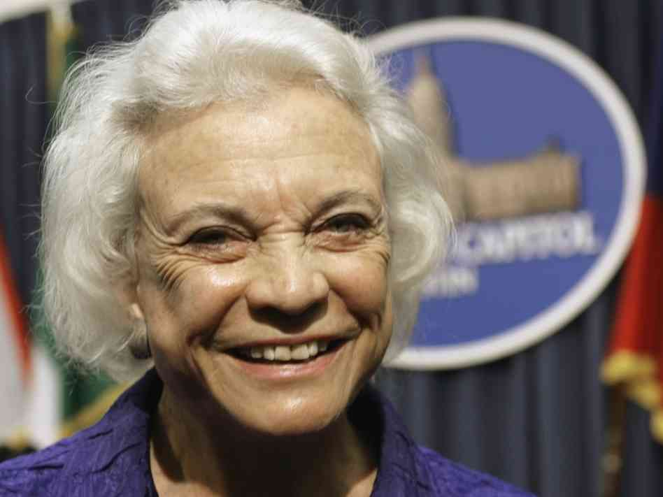 Sandra Day O'Connor officiates gay wedding at Supreme Court