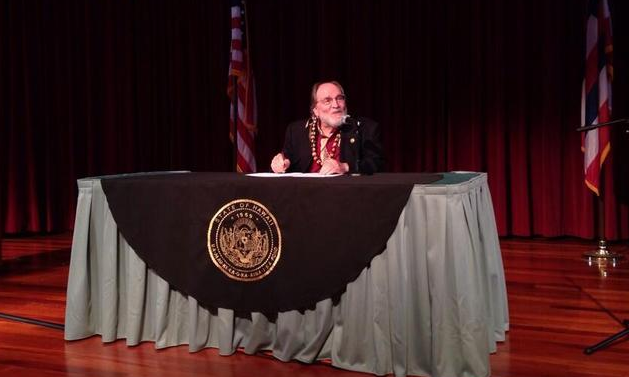 Hawaii governor signs marriage equality bill