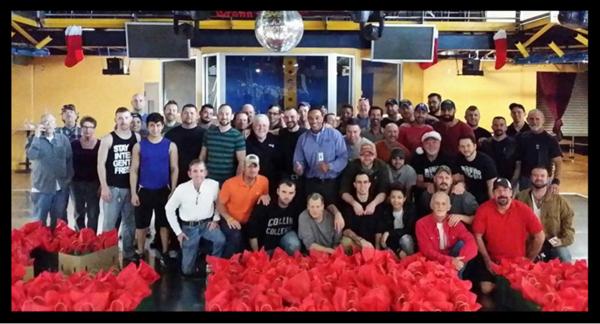 Dallas Tavern Guild distributes 1,000 gift bags to area organizations