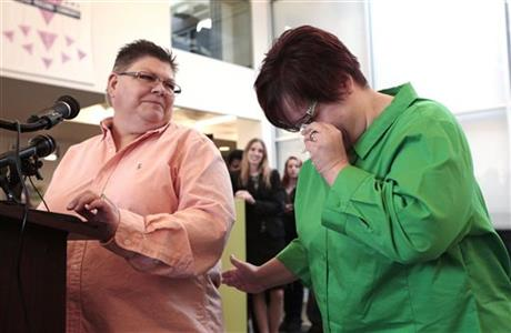 Appeals court halts same-sex marriages in Michigan