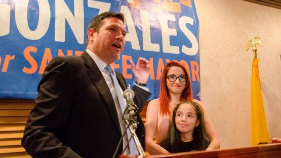 Santa Fe elects gay mayor