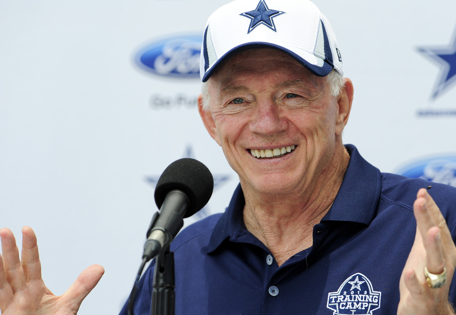 Jerry Jones: Dallas Cowboys would welcome a gay player