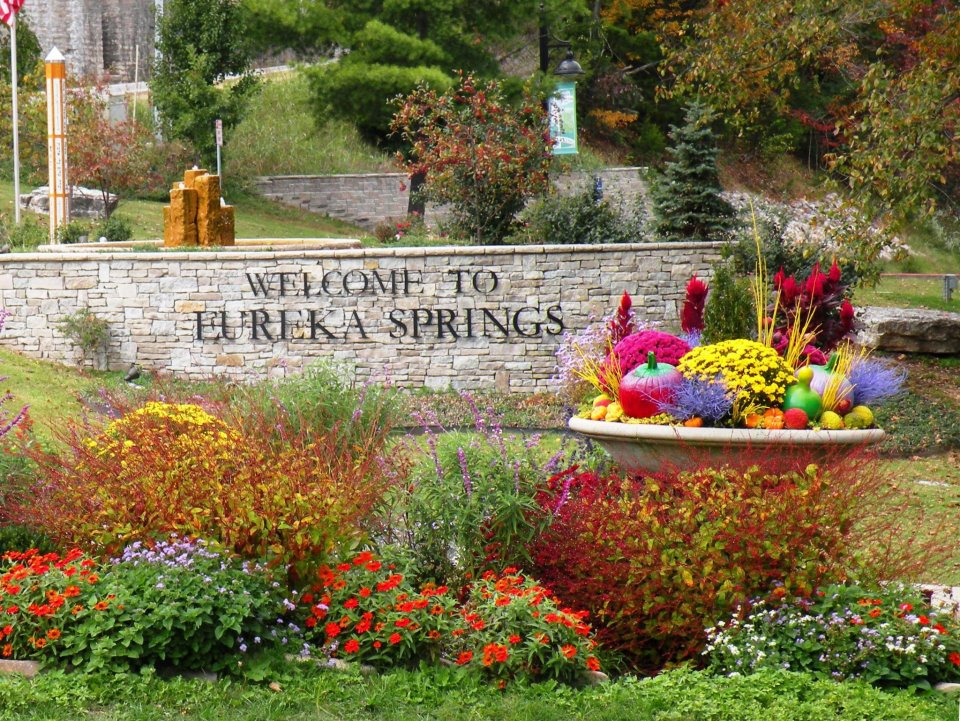 Eureka Springs celebrates Arkansas marriage equality with a wedding reception