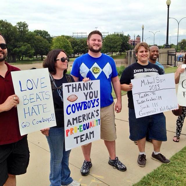 Anti-Sam protest fizzles at Cowboys Stadium