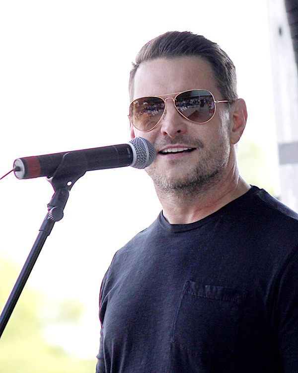 Ty Herndon entertains at TGRA Texas Tradition Rodeo's first Music Fest