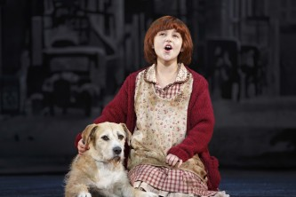 The sun'll come out… manana! 'Annie' goes bilingual