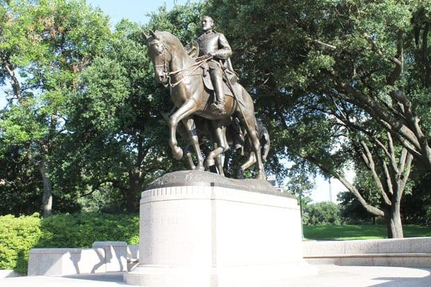 Should General Lee stand in Oak Lawn park?