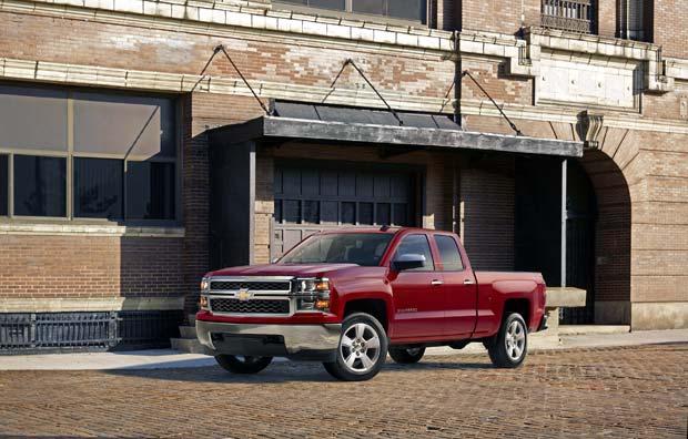 2015-Chevrolet-Silverado-1500-Custom-032