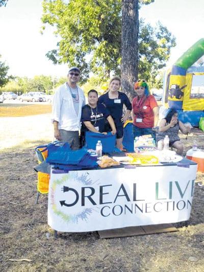 RealLiveConnectionStaffAtTeenPride2014-2