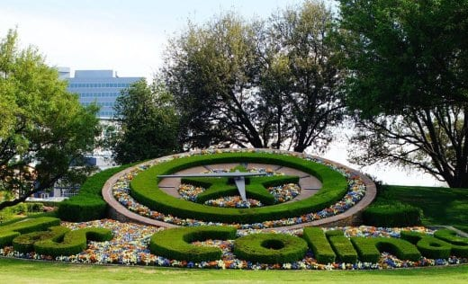 las-colinas-flower-clock