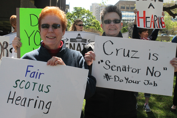 Four protesters spoke to Cruz staff in Oak Lawn