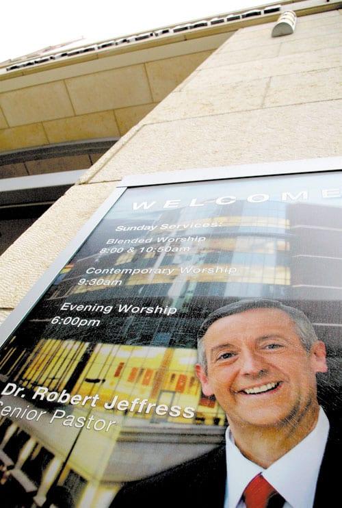 Dr.-Robert-Jeffress-