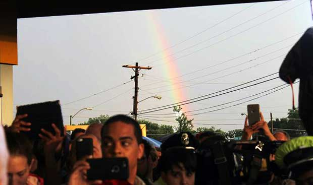 DFW community gathers to mourn victims of Orlando shooting