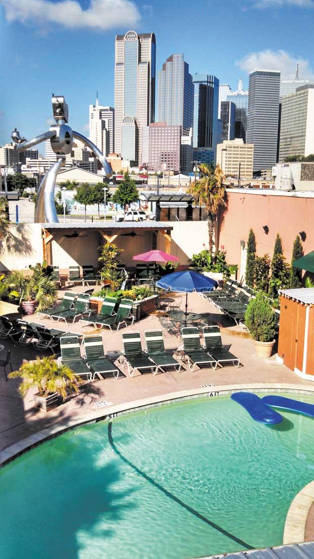Club-Dallas-Pool