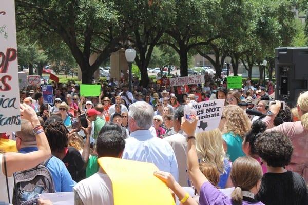 Bathroom bill special session convenes in Austin