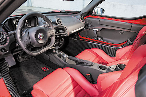 4C-Coupe-interior