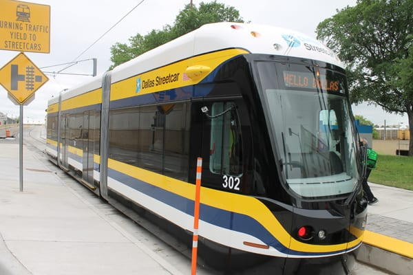 Oak Cliff gets streetcar service