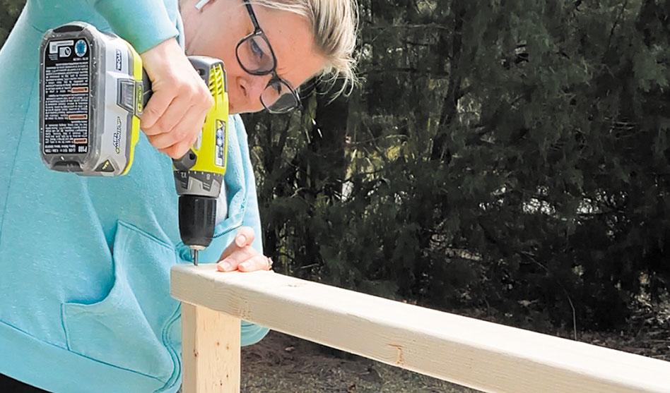 homegardenLiving: DIY Tutorial: How to build a backyard bar