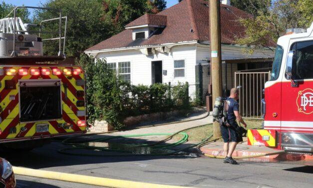 Fire engulfs Oak Lawn home